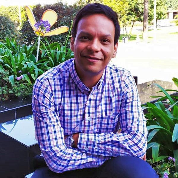 Dr. Carlos Escobar